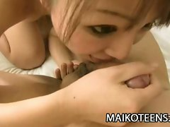 Japanese babe teases with vibrator before gets fucked