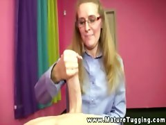 Mature with glasses on her knees to jerk slong