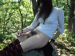 Whore Tranny Leslie cums in the woods!!!