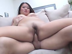 Heavy Kiwi Ling enjoying squirting on couch